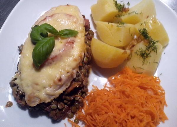 kotlet schabowy zapieczony z serem i pomidorem